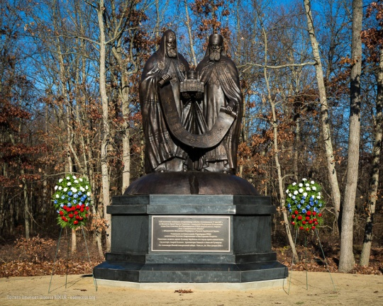 monument-to-reunification-of-russian-orthodox-_34